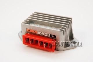 Régulateur 5 broches - Vespa PK/PX/T5/COSA - Modèle avec demarreur, batterie et clignotants