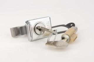 Serrure boite à gant et Neiman long 39mm guide 4mm - Vespa de mi68 à mi78: 50,Primavera,GTR,Sprint,Rally,PX125/150