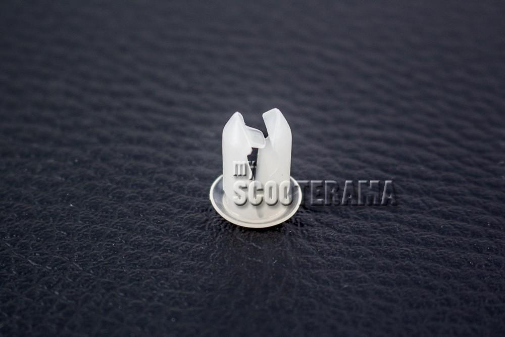 clip de fixation cable lectrique dans l 39 aile clignotant vespa px t5 myscooterama. Black Bedroom Furniture Sets. Home Design Ideas